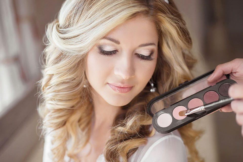 Top Benefits of Hiring A Professional Makeup Artist for Wedding